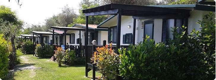 campingpl tze pietra ligure camping dei fiori mit bungalows in ligurien und mobilheimen. Black Bedroom Furniture Sets. Home Design Ideas